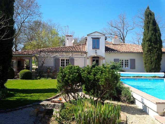 Family friendly farmhouse with private pool - L'Isle-Jourdain - 獨棟