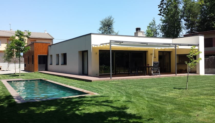 House at La Fageda d'en Jordà 1:15 from Barcelona. - Can Blanc - Hus