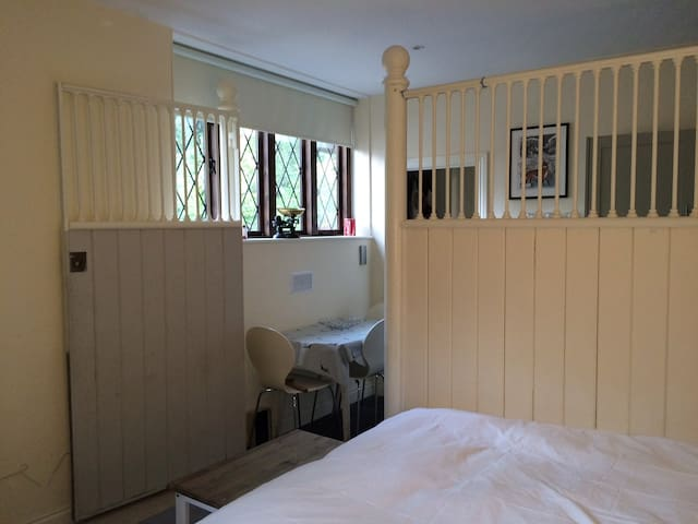 Stable Apartment near Winchester - Morestead - Apartament