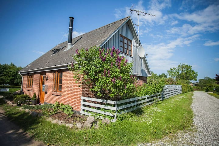 Stay with Us Only 20min from Aarhus - Hjortshøj - Huis