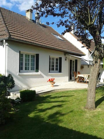 Private floor 60m2 - House 10km from Parc Asterix - Marly-la-ville - Ev