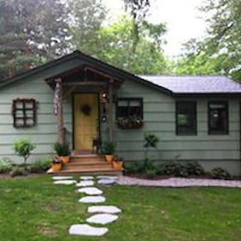 Charming and Cozy Keuka Lake Cottage - Penn Yan - Hus