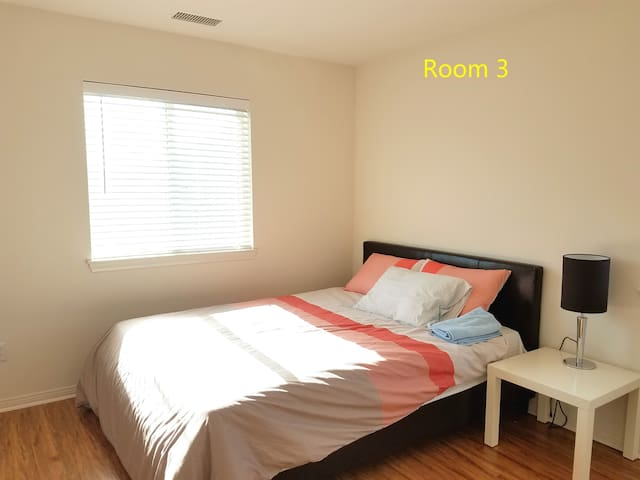 #3 Gorgeous Private End Hall Way Room,Shared Bath - Corona - Hus