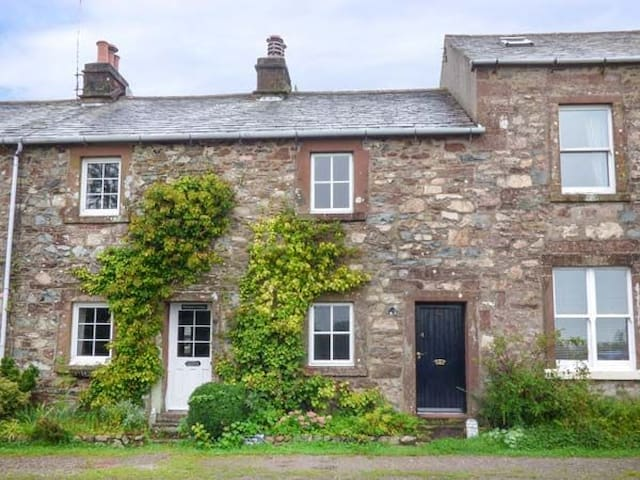 Roses Cottage, Character Cottage in Western Lakes - Cumbria