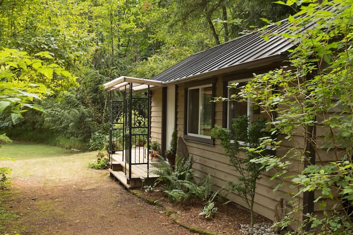 Cottage in the Woods - Cobble Hill - 小屋