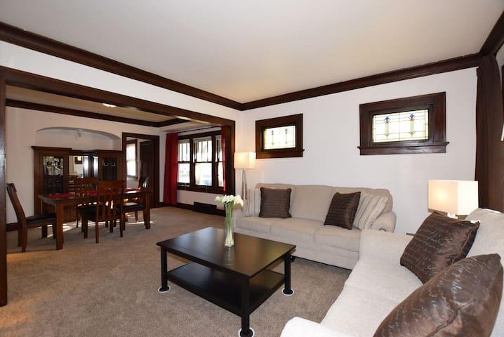Cozy All New Furniture & Remodel Lower - West Allis - Rivitalo