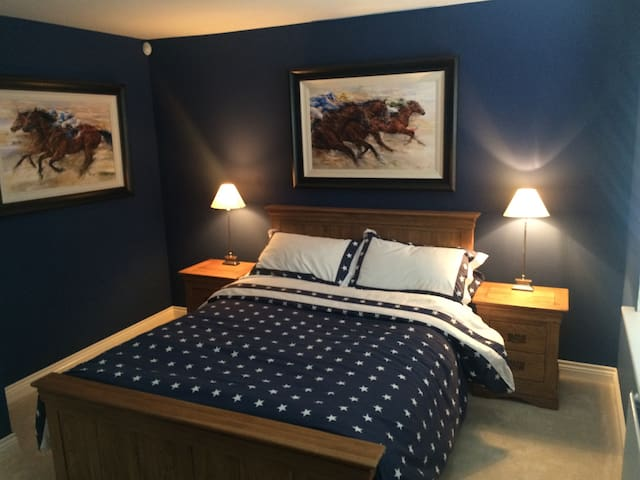 Double bedroom w/ private bathroom - Bromley - Hus