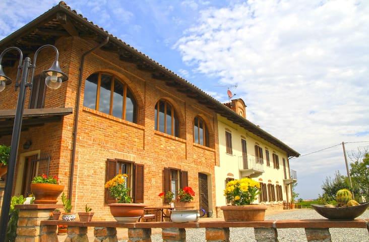 Cascinale tra Langhe e Monferrato - Castagnole delle Lanze - Casa