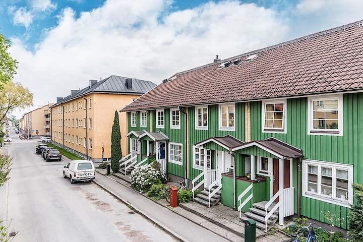 Big trendy house in city Nyköping - Nyköping - Таунхаус