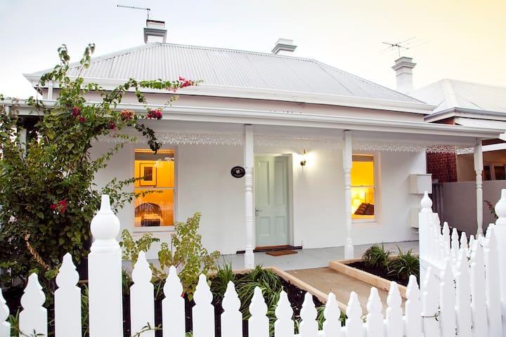 Kookaburra Cottage by Rokeby Road - Subiaco - Casa