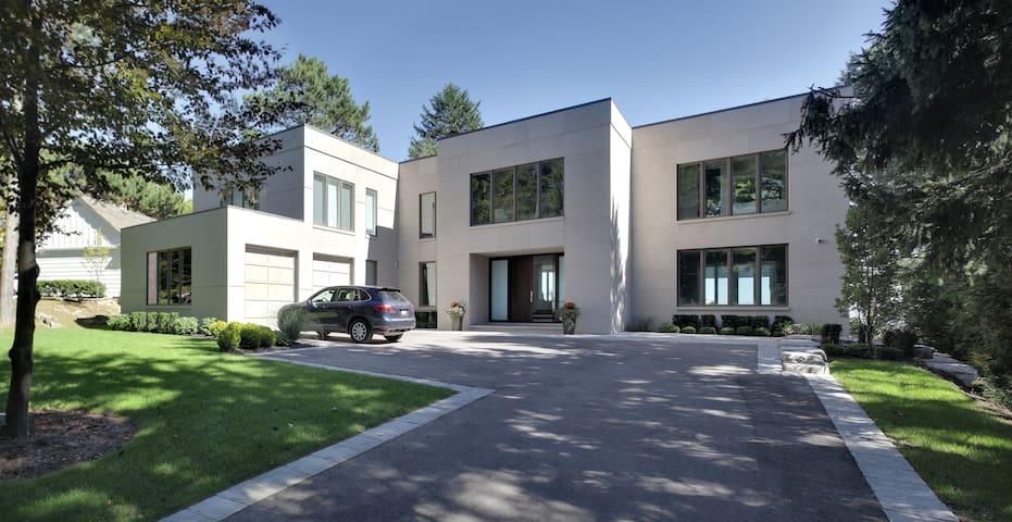 Modern, Contemporary and Spacious - Toronto - Huis