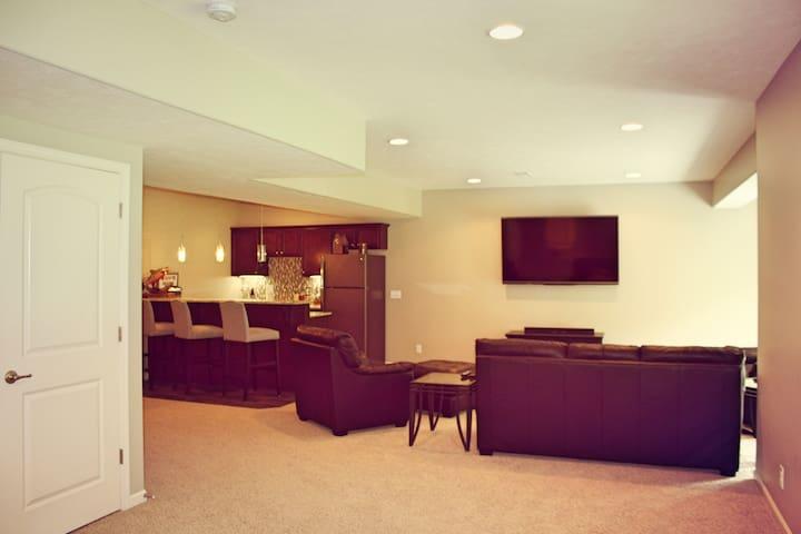 Brand New Entire Basement w/ Private Bed & Bath - Council Bluffs - Casa