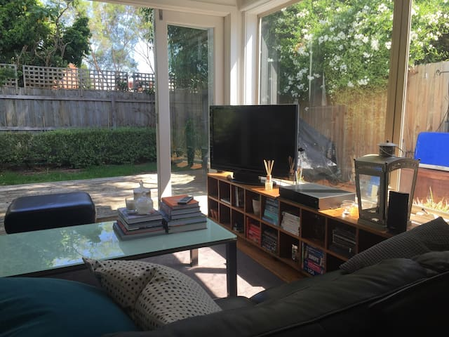PRIVATE Double Room OASIS off Chapel Street - Windsor - Bed & Breakfast