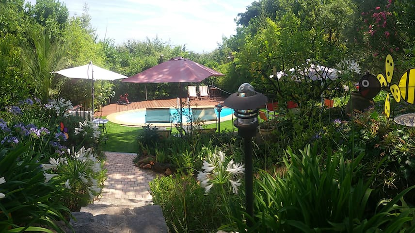 Nice house with character, large garden and pool. - Vence