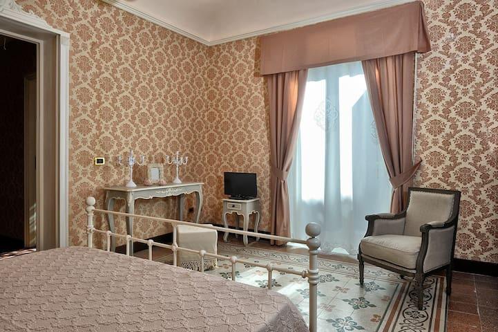 Palazzo Bella Room Glicine - Campobello di Licata