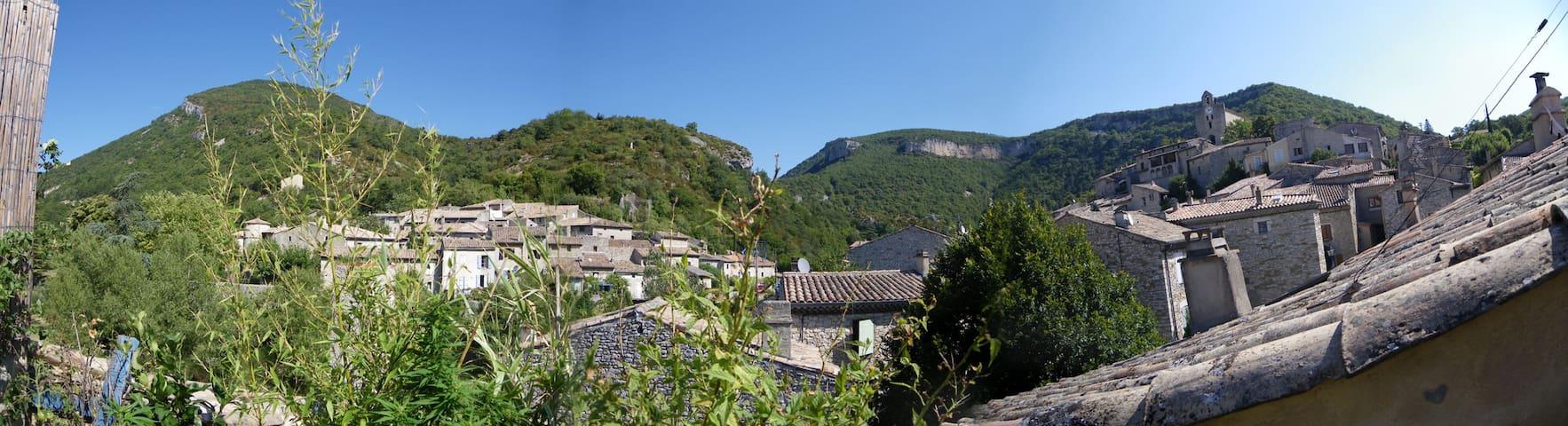 Jolie maison de village - Pont-de-Barret - Rekkehus