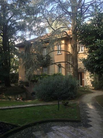 Casetta indipendente in villa - Monza - Huis