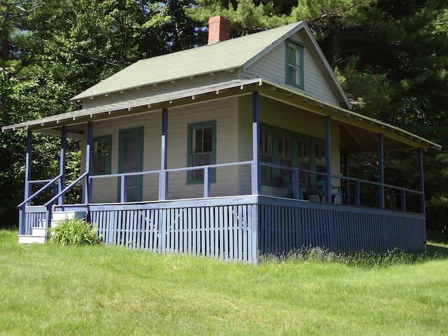 Charming cabin, mountain views - Bridgton - Blockhütte
