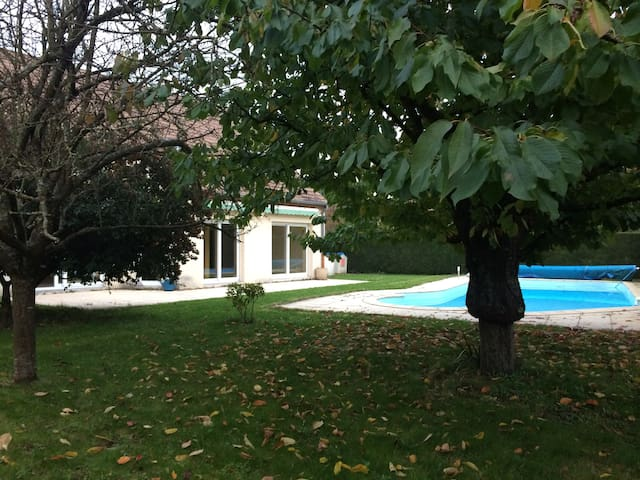big house and big swimming pool - Chalon-sur-Saône - Casa