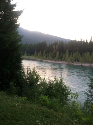 Flathead River Retreat - Hungry Horse - Hus