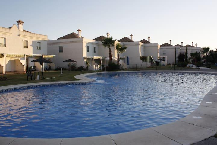 Bonita casa con piscina en la playa - El Portil - Maison