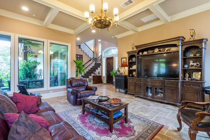 Luxurious private suite in elegant upscale home - Houston - Hus