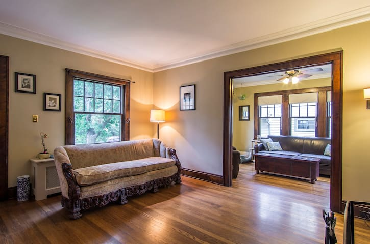Bright, comfy, private room - Cleveland Heights