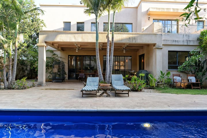 Room in Gorgeous Luxurious Villa + Pool - Tzoran-Kadima - Villa