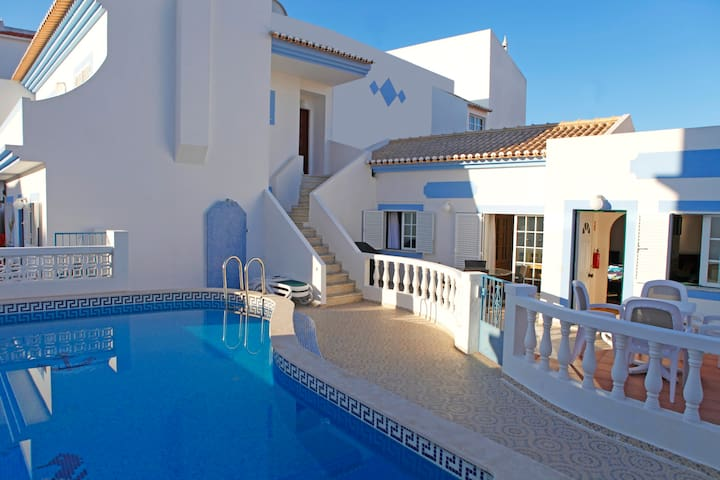 Apartment with roof terrace & pool. - Vila do Bispo Municipality - Daire
