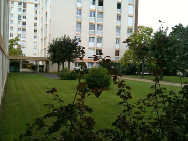 Appartement F3/4 de 73m² - Mantes-la-Ville - Appartement