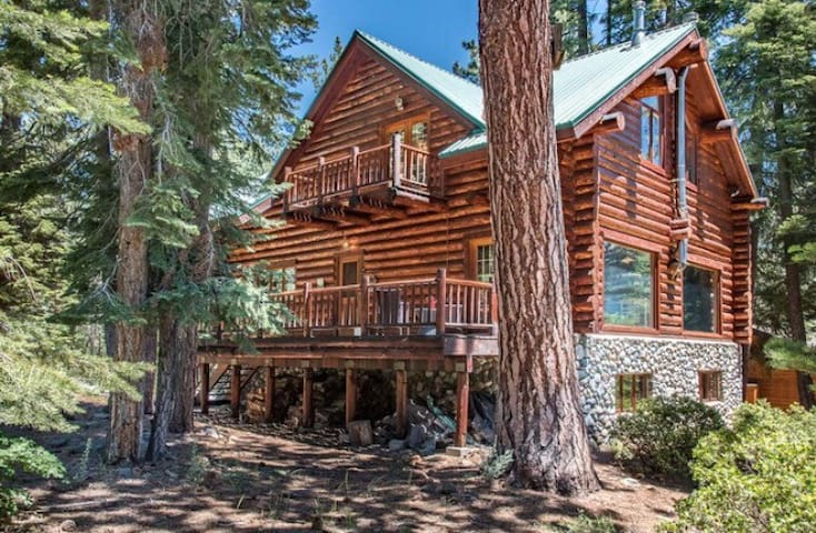 2 rooms on private floor with bath - Tahoe Vista - Kulübe