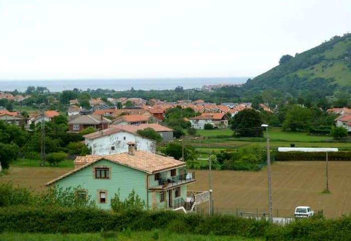 Habitación Chalet adosado en ambiente inmejorable - Arnuero - Rekkehus