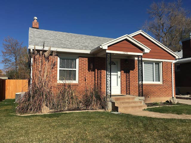 Charming home minutes from skiing/downtown/WSU - Ogden
