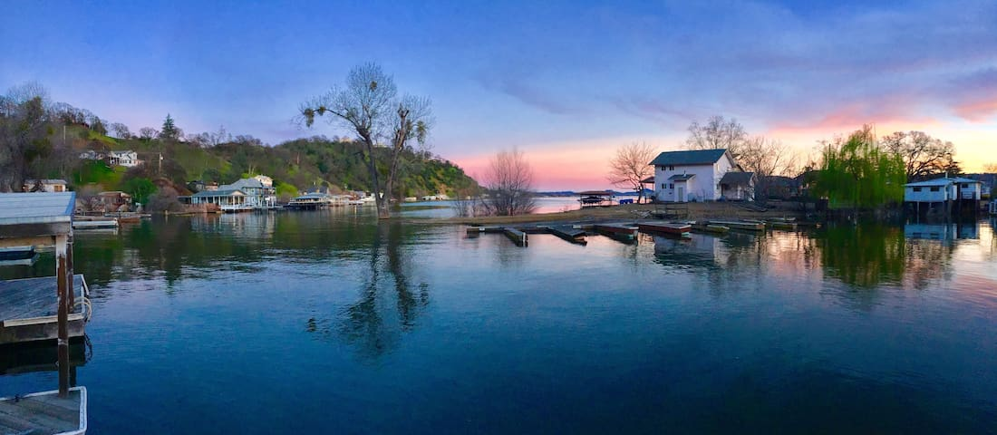 True Fun Waterfront VACATION home! - Clearlake