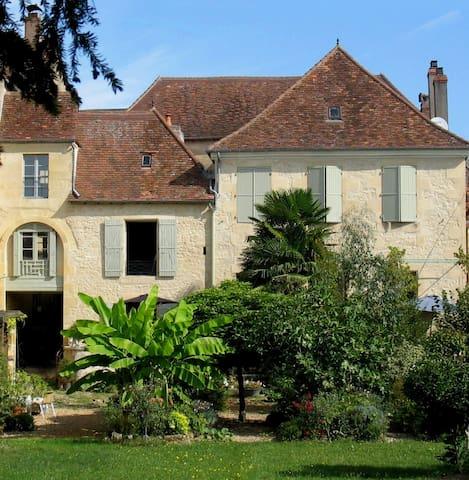 Les Troubadours en Périgord Vert - Excideuil - Oda + Kahvaltı