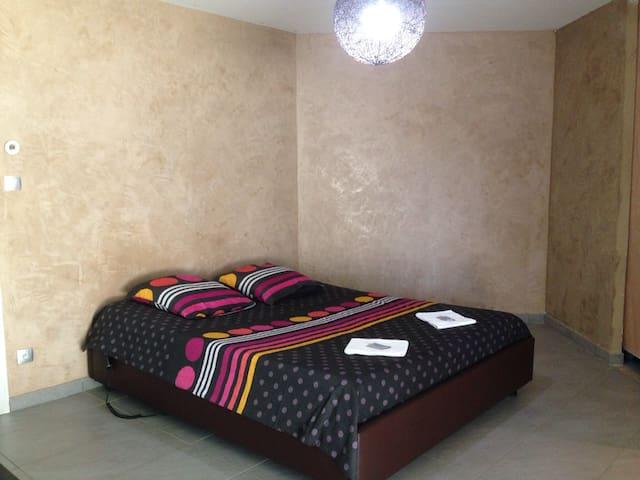 Chamb douche privée+déj+garage+WIFI - 54290 - Hus