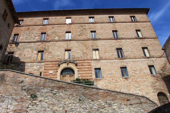 Appartamento  in palazzo storico - Montefortino - Apartamento