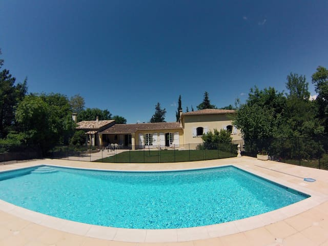 Spacious villa with pool and garden - Saint-Paul-en-Forêt - House