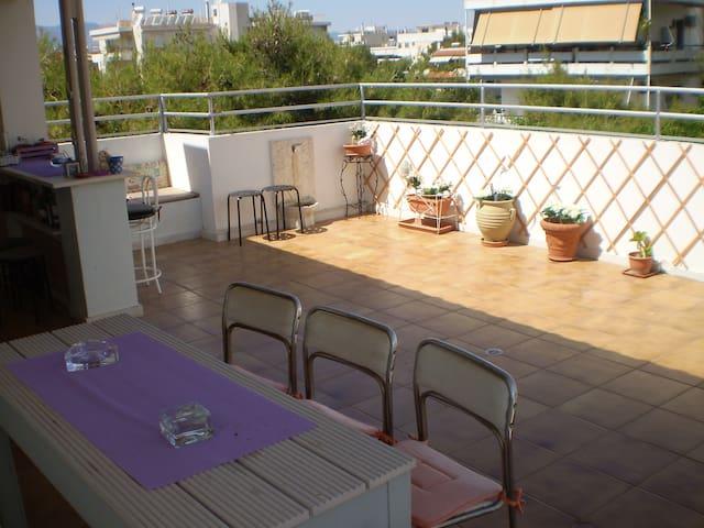 Ρετιρέ οροφοδιαμέρισμα με τεράστια βεράντα, θέα. - Agia Paraskevi - Appartement