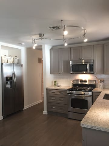Beautiful Demand Area 3BR Renovated - Metairie, New Orleans  - Huis