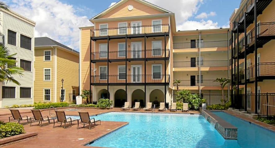 Private apartment minutes from Magazine St - New Orleans