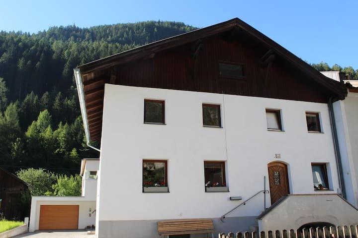 Wohlfühlhaus in Schönwies mit Traumgarten - Schönwies - Hus