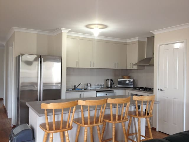3 bedroom accom. in Rockingham - Rockingham - Hus