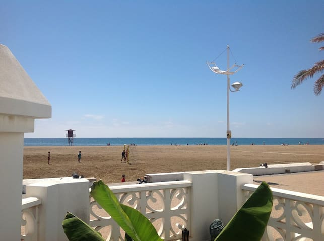 Oceanfront home, centrally located. - Playa Honda - Hus