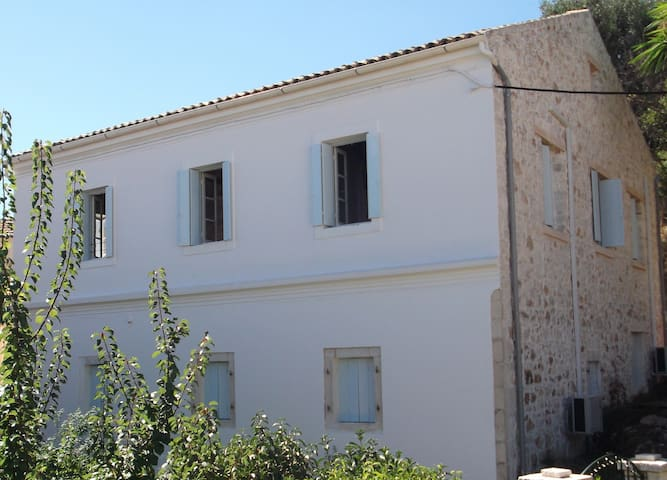 The Harbour House - Kassiopi - Appartement