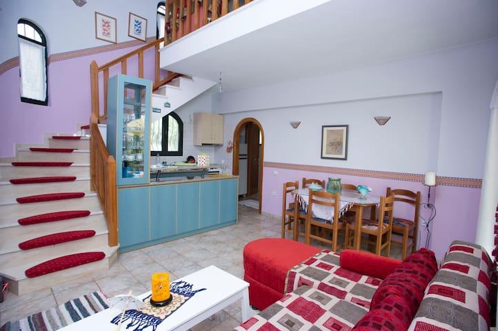 Sunny house near the beach! - Igoumenitsa