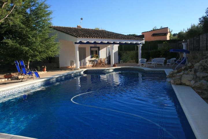Preciosa casa de campo con piscina de verano - Ontinyent