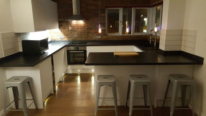 SMART DOUBLE ROOM IN MODERN APARTMENT - Portsmouth - Daire