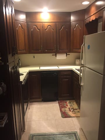 Quiet Apartment in private home. - Saddle River - Apartamento
