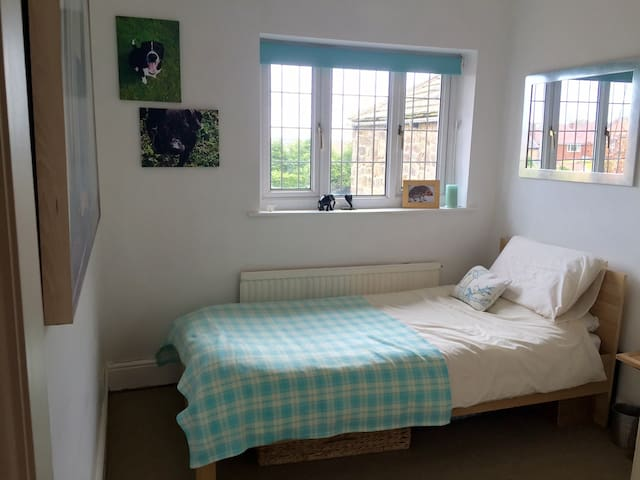 Single room in charming Dore house. - Sheffield - Hus